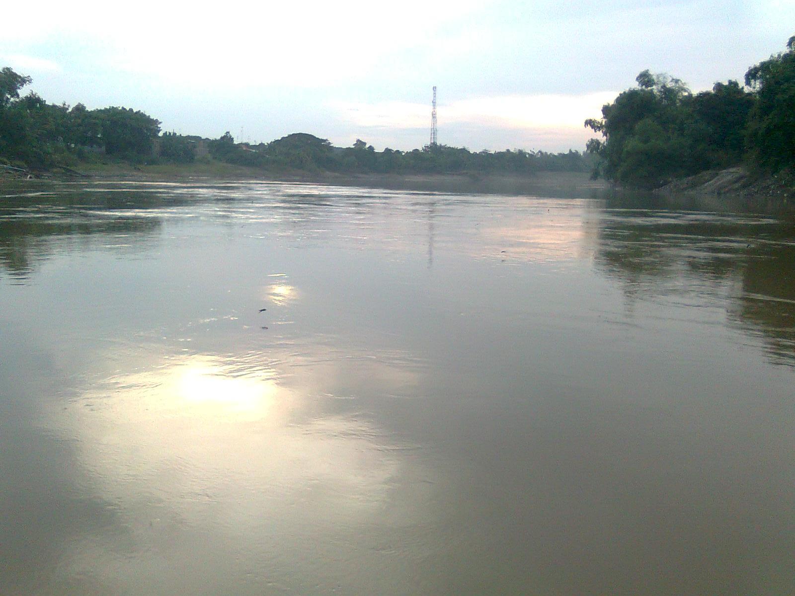 Puisi Cinta Romantis-Foto-Foto Sungai Bengawan Solo ...