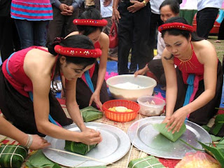 Square glutinous rice cake(b�nh ch?ng) - Vietnamese traditional cake in New Year