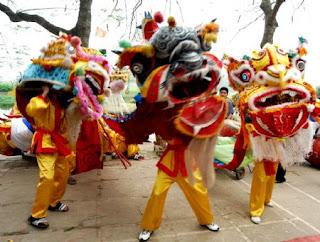 Dragon dance in Trieu khuc village