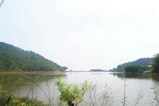 Front Soc temple is a large Soc Son lake, Legend was ancient traces of Thanh Giong's horse legs