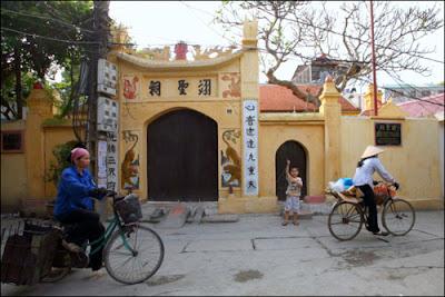 Duc Thanh comnunial house