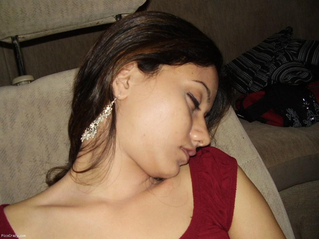 India Six Girls http://indiangirlshotpics.blogspot.com/2010/12/indian-girls-gallery_31.html