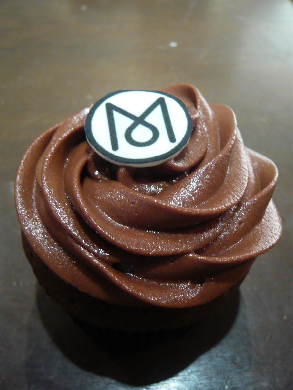 http://1.bp.blogspot.com/_Zta7Ok6hyX8/TJW_tgqHWPI/AAAAAAAABH0/28NbzMK5Kp8/s1600/Monocle+cupcakes.JPG