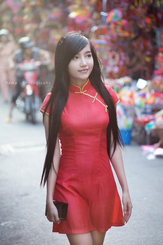 Elly Tran Ha or Elly Kim Hong wearing her (Vietnamese) National Costume and if you look closely, you could almost see her underwear