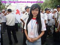 Elly Tran Ha / Elly Kim Hong / Elly Bồ Công Anh in a student attire