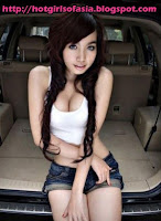 Elly Tran Ha / Elly Kim Hong / Elly Bồ Công Anh sitting in the back of an SUV