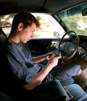 an overview of the issues of texting while driving Industry issues auto safety and pci calls for action to curb distracted driving which discourage texting while driving and ban handheld cellphone use are an.
