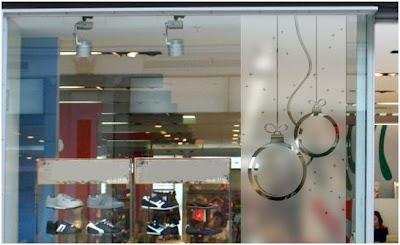 propuesta para decorar una tienda con vinilos en navidad