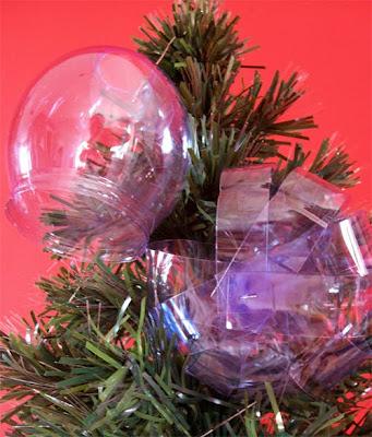 manualidad para hacer adornos de navidad con botellas de plastico