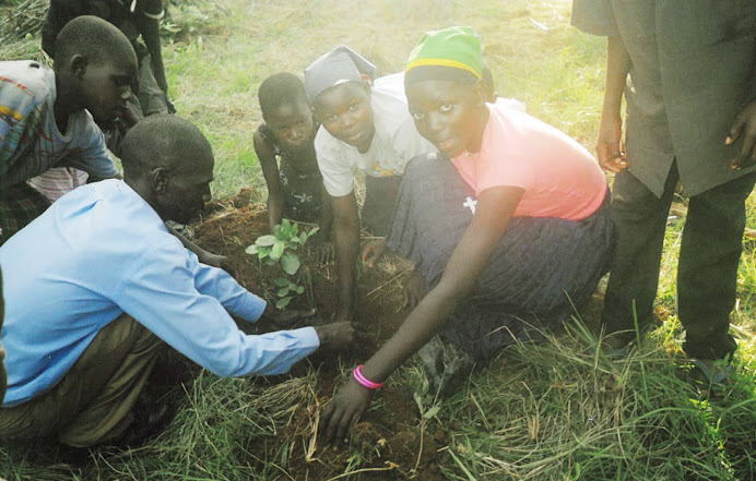 Youth ministry to the community through enviromental protection