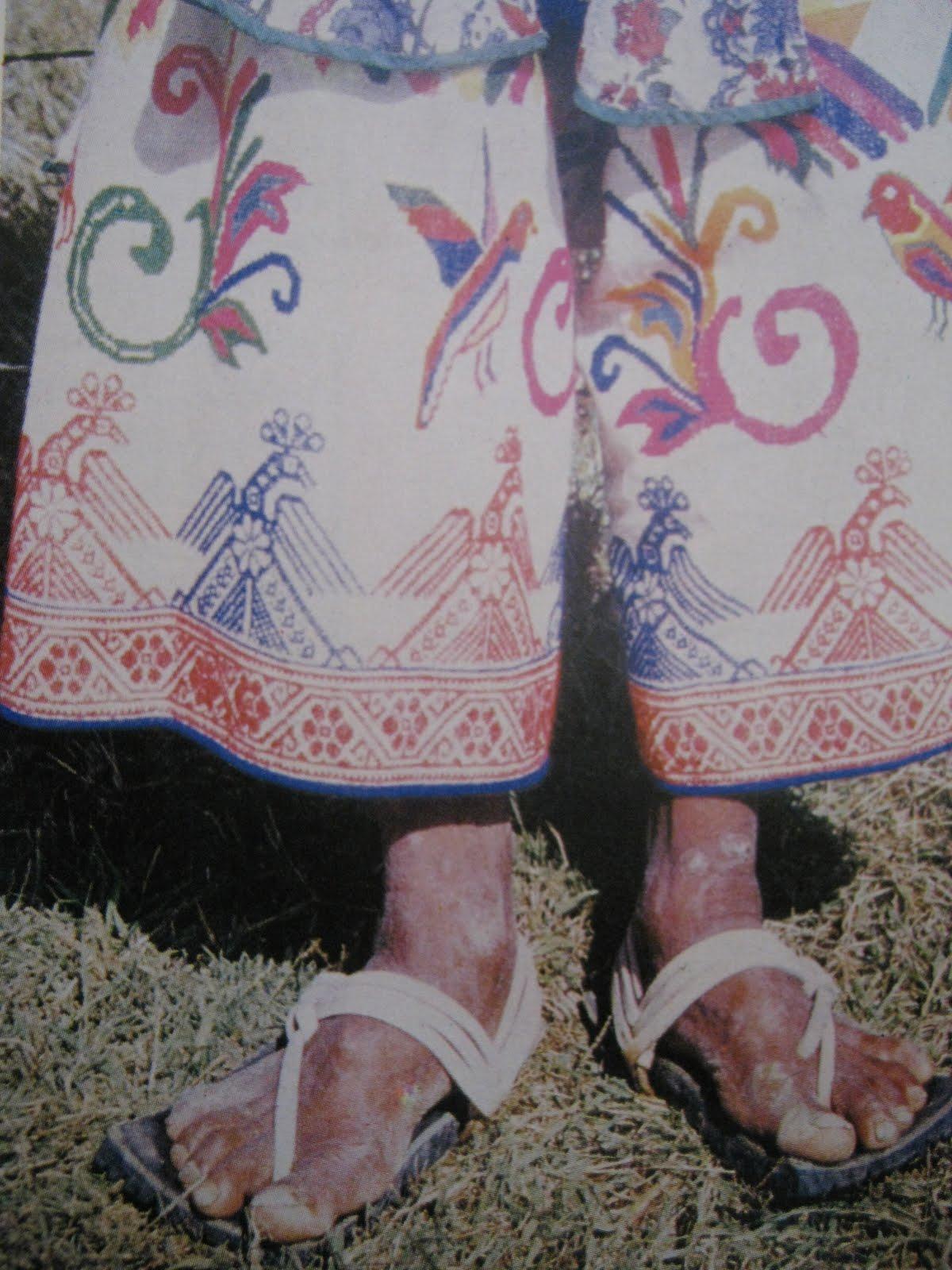 http://1.bp.blogspot.com/_Zzz5_Kr_bL4/TA76xzgpzuI/AAAAAAAAAok/BMy6OaNK-xI/s1600/HuaracheSandals.jpg
