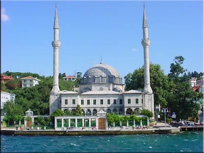 Mezquita en el lado asiático