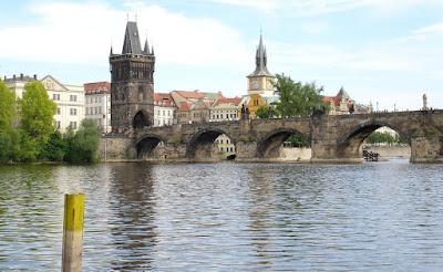 El río Moldava a su paso por Praga