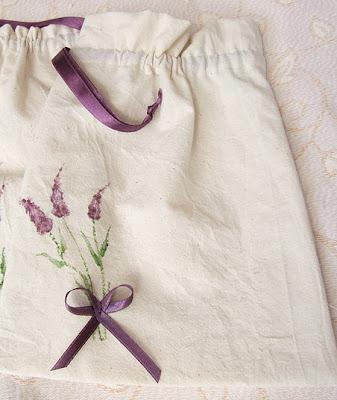 woreczek na drobiazgi ręcznie malowany z motywem  lawendy