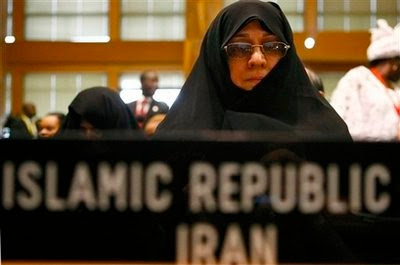 Iraniencele care au indraznit sa se bronzeze vor fi arestate pe loc