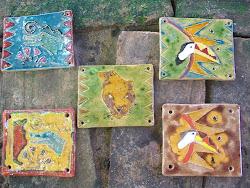 Cerâmica esmaltada queimada a 980 graus.