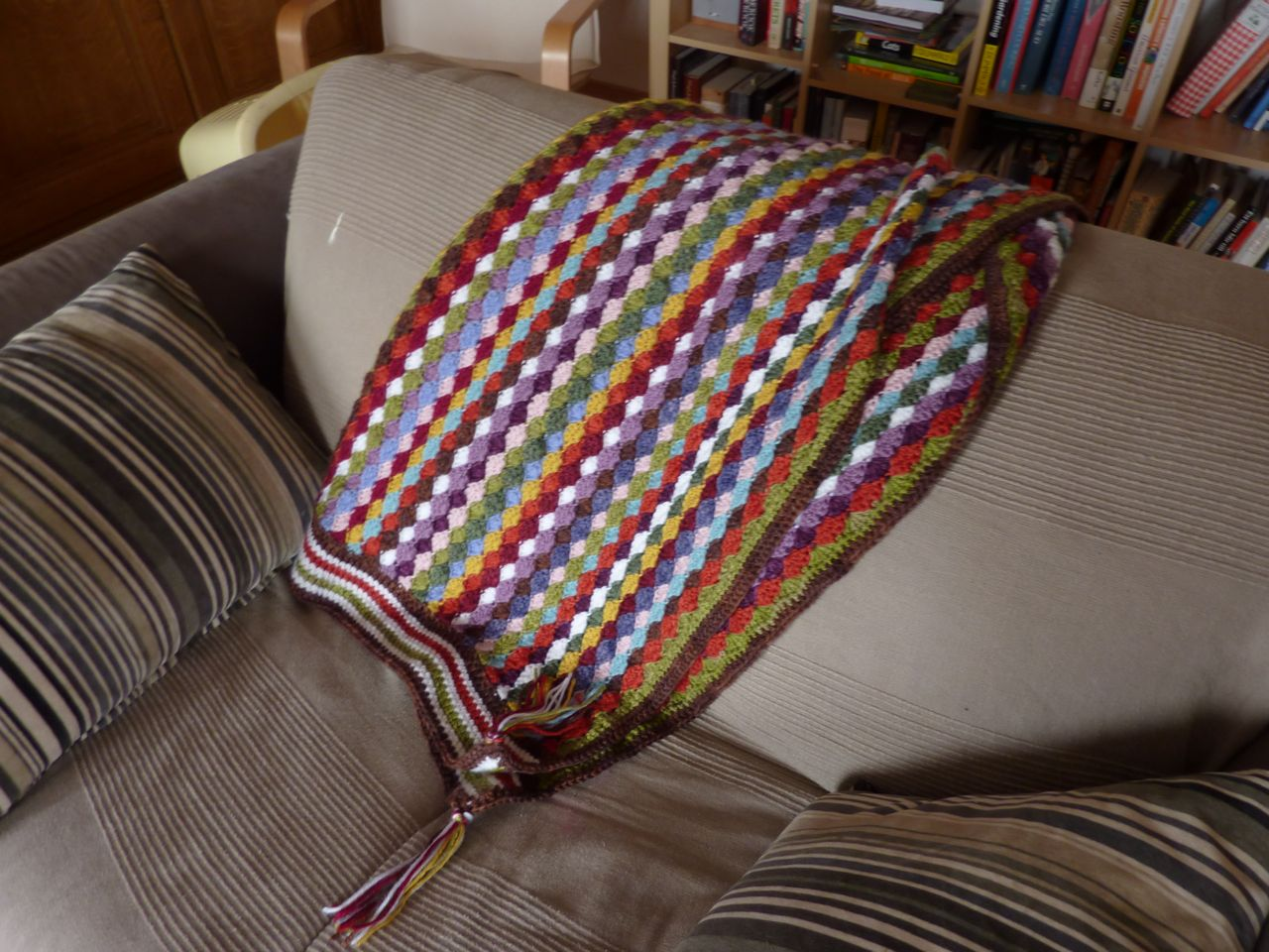 Bella Dia: Vintage Vertical Stripe Crocheted Blanket Pattern