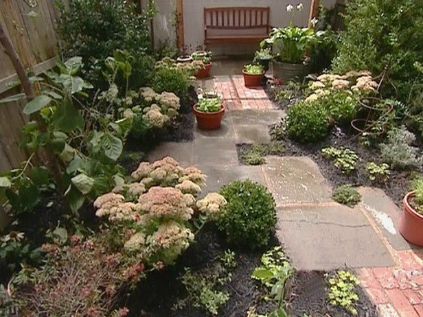 Garden Designs For Backyards : These are a few ideas for small yard makeovers A stone path leads to