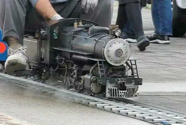 amazing smallest functional steam locomotive
