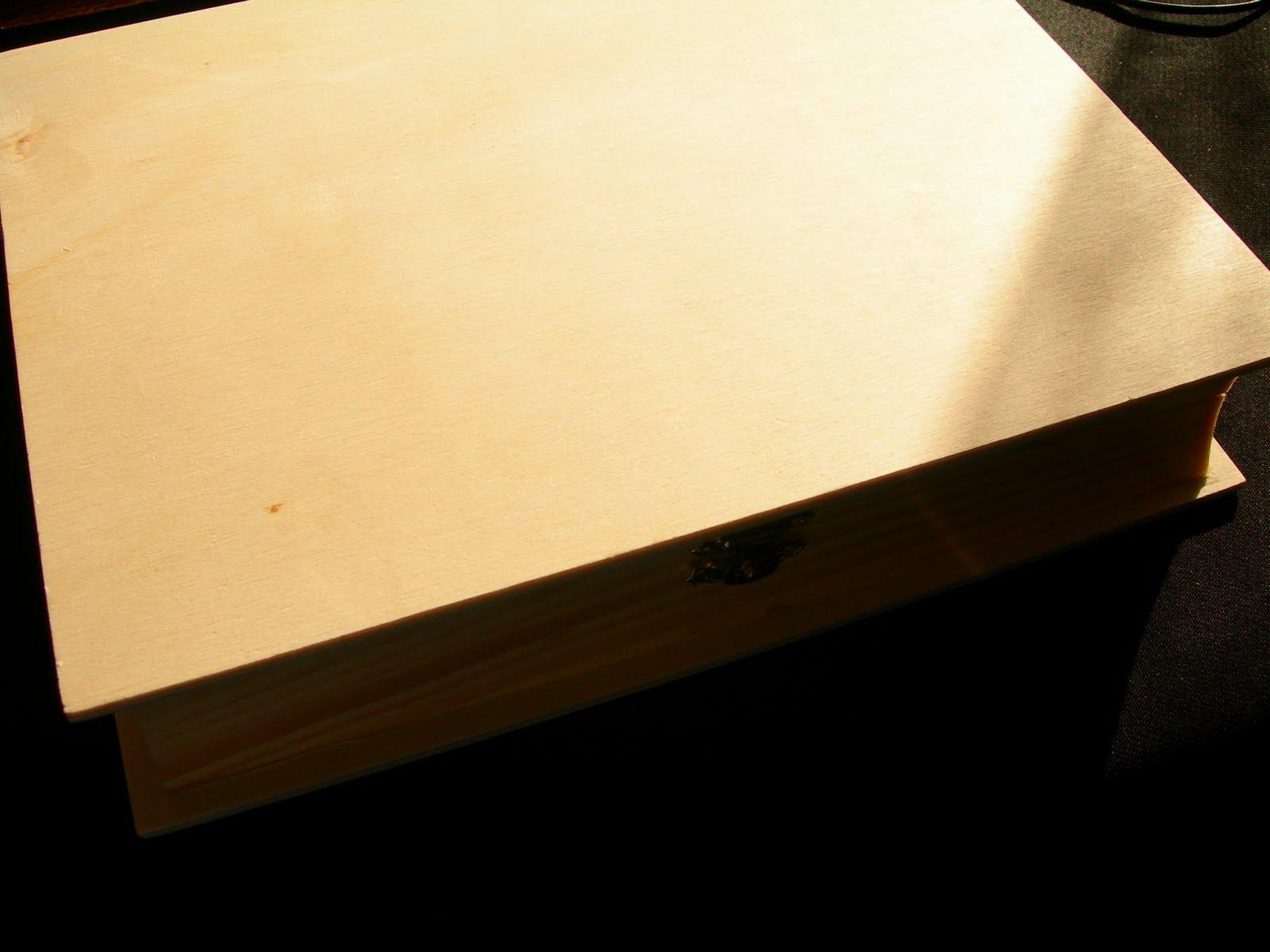 Caixa de Madeira em Forma de Livro (25x19x5cm) 6€ #B68B15 1600x1200