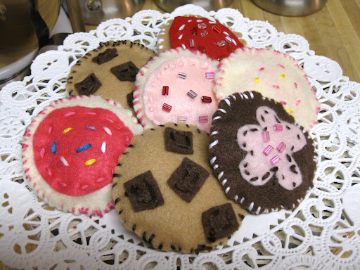 felt cookies, felt baked goods, how to make felt cookies, hand sewn felt cookies, sewn cookies