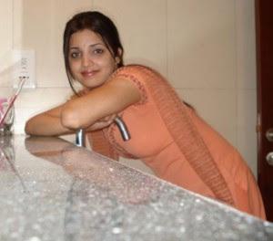 http://1.bp.blogspot.com/__8ZxT-PbLyA/TNl97CYQn1I/AAAAAAAAAG0/btlO8bu1_Ac/s400/pakistani-aunty-1-300x264.jpg