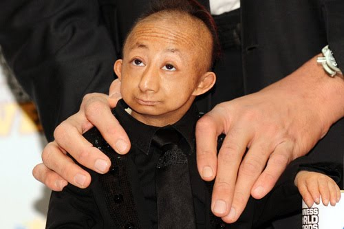 World's smallest man He Pingping, dies at 21