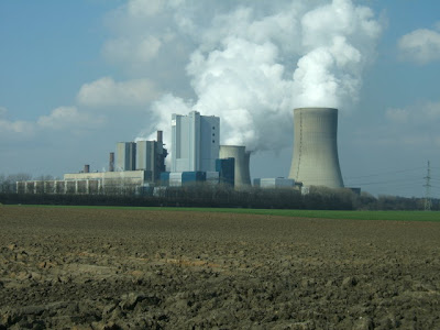 The cooling towers of the Belleville nuclear power plant in Billeville ...
