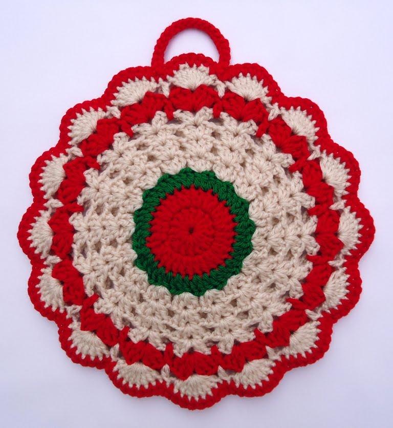 Stitch of Love: Crochet Potholder for Christmas
