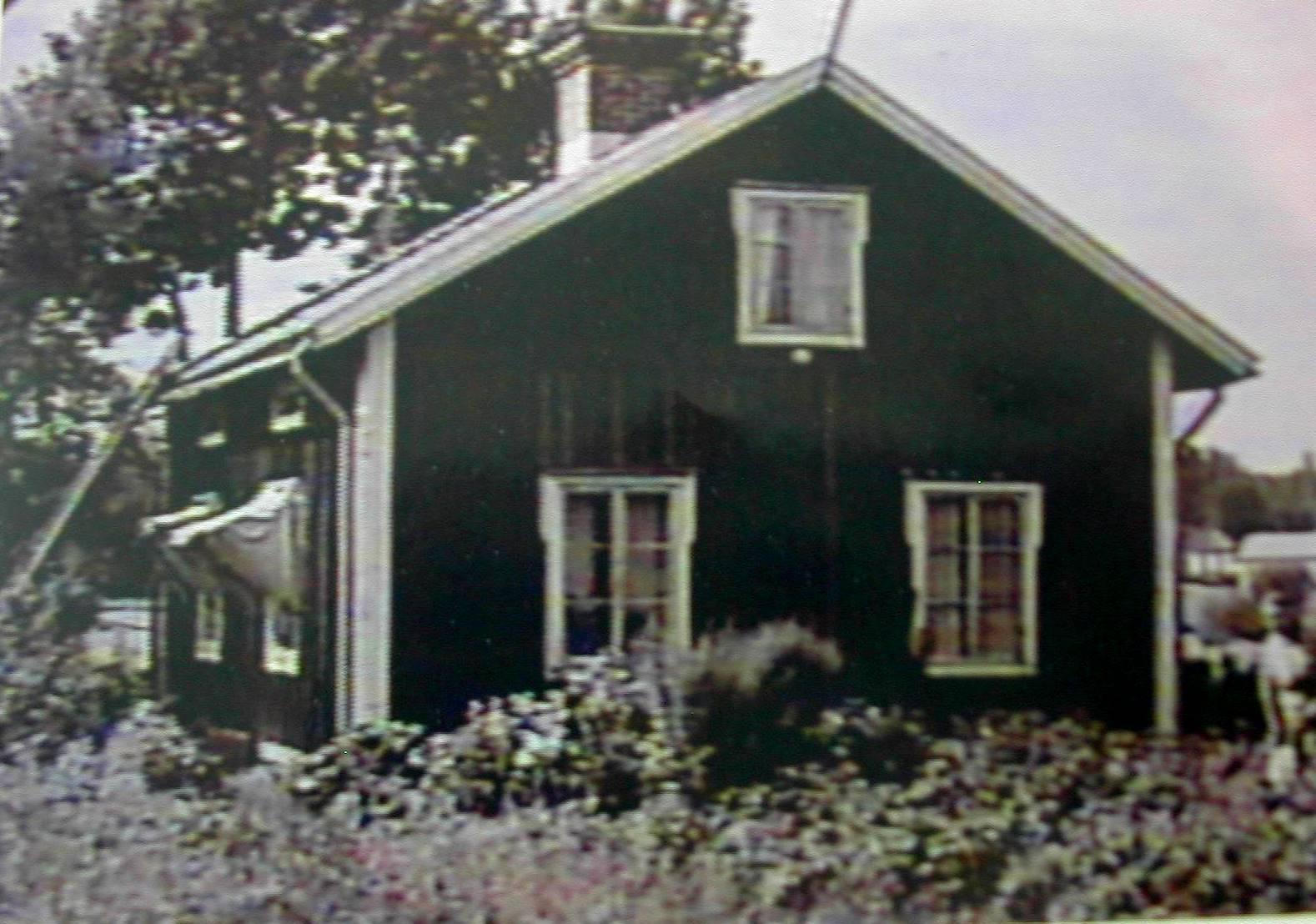 http://1.bp.blogspot.com/__DnTQMiJEgk/S-JCta2nOKI/AAAAAAAAAbs/tXRbHHSoDvQ/s1600/Forsgren,+Milda+Christina+home-Soderhamn,+Sweden+retouched.jpg