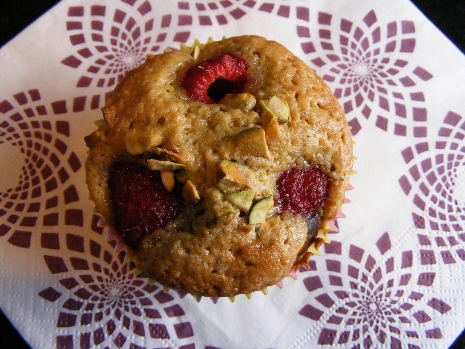 The Virtual Goody Plate: Pistachio-Raspberry Tea Cakes
