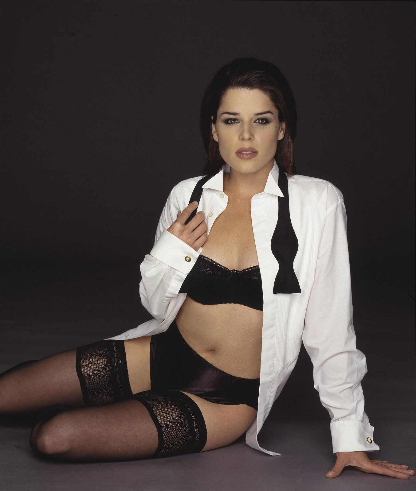 Neve Campbell - Wallpaper Hot