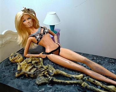 http://1.bp.blogspot.com/__HilW7EXwh8/S0UwycmMKwI/AAAAAAAANj4/GCDB4dQQANY/s400/barbie+4.jpg