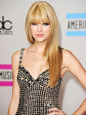 taylor swift straight hair ama. 2011 taylor swift bangs ama.