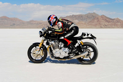NORTON, RECORD EN BONNEVILLE