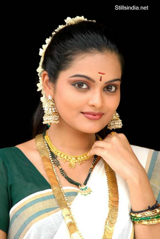 Vishnupriyahot malayalam new faceTV anchorcute snapssexy in saree outfithot exclusive gallery glamour images