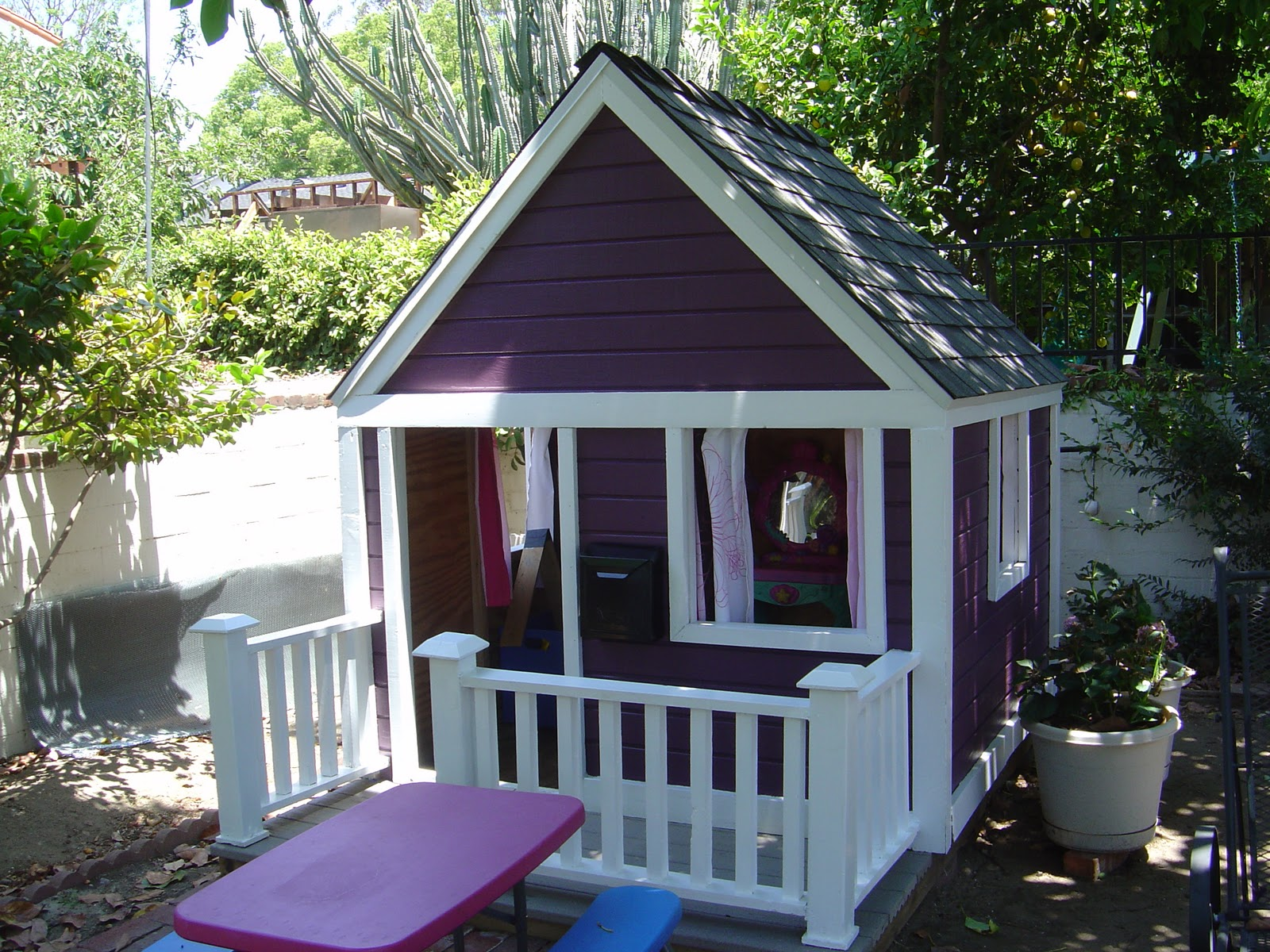 Remodelaholic playhouse makeover with help from the for Help me build a house