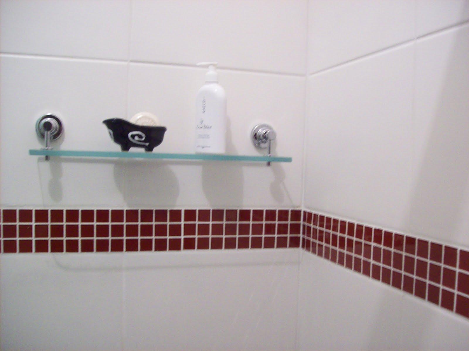 Azulejista e Pedreiro Maringá  Pequenas Reformas Revestimentos Para Banheir -> Banheiro Com Faixa De Pastilha Vertical