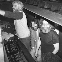 Jerry Garcia under stage 1981