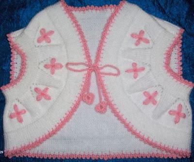 orgulervedantellerblogcmd0 bebek yelegi ufakliklara miniklere bolero modelli pembe beyaz renkte ponponlu bagcikli ornekler