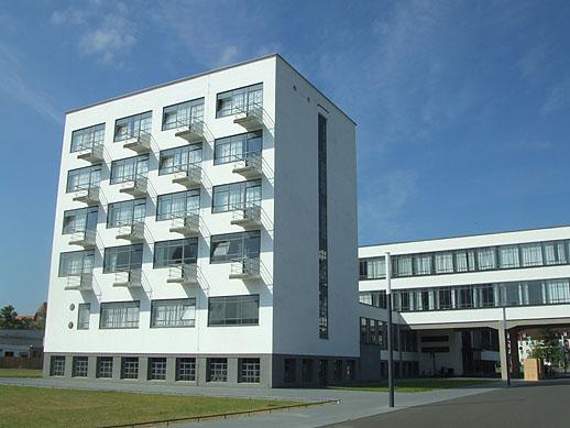 a flat storey the bauhaus building in dessau. Black Bedroom Furniture Sets. Home Design Ideas