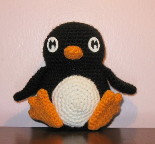 Amigurumi Penguin Pattern : 2000 Free Amigurumi Patterns: Penquin