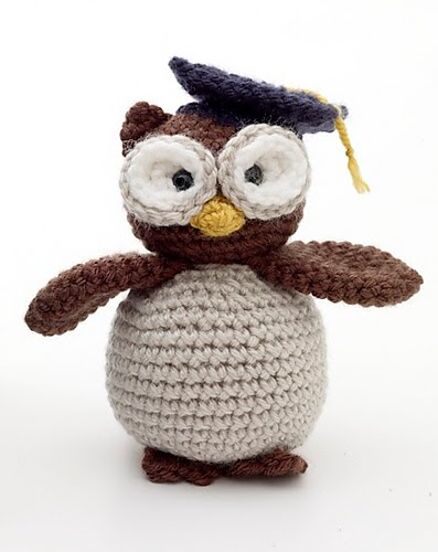 Crochet Patterns Free Owl : 2000 Free Amigurumi Patterns: Graduation Owl