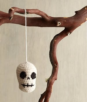 Free Amigurumi Skull Pattern : 2000 Free Amigurumi Patterns: Skull ornament Halloween ...