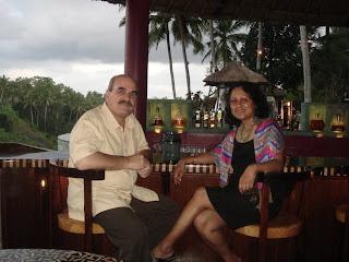 Rice field en Palm Tree view vanuit de bar van het Cascades restaurant in Het Viceroy hotel, Ubud Bali
