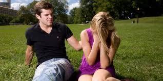 10 tanda hubungan cinta akan putus