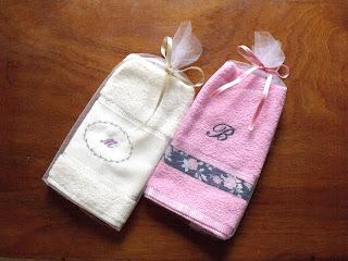 ideal para regalar toallas sociales de excelente calidad bordadas con nombre o inicial y decoradas con