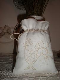 sacchetto ricamato a punt'a brodu (tipico di Teulada)