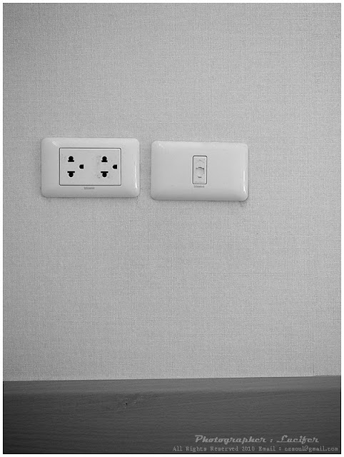 Camera Photo Plug White Black