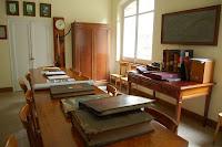 A la sala de reunions s'hi guarda també molta documentació, tant de Cal Marçal com de Viladomiu Vell, colònia que pertaneixia a la mateixa família.